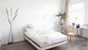 Schlafzimmer Einrichten Minimalistisch Schönes Helles Schlafzimmer Mit Großem Fenster